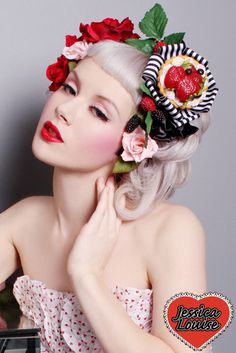 Get inspired: Miss Mosh sports gorgeous betty bangs. Perfect for a retro-style wedding! Miss Mosh, Rockabilly Pin Up, Rockabilly Fashion, Rockabilly Shoes, Rockabilly Clothing, Betty Bangs, Peinados Pin Up, Estilo Pin Up, Retro Pin Up