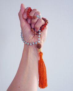How to Use a Mala |http://BananaBloom.com #malabeads #yoga #mala #meditation