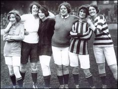 UK A woman's football team, scandalously wearing shorts rather than a skirted suit. Info at Ken Aston Referee Society ~ Women and Football Page Football Girls, Football Players, Women's Football, Logo Google, Football Costume, Spartacus Workout, Goodison Park, Soccer Party, Referee
