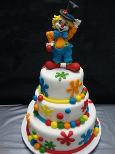 Delicious marshmallow fondant cakes - Celebrat : Home of Celebration, Events to Celebrate, Wishes, Gifts ideas and more ! Circus Theme Cakes, Carnival Cakes, Themed Cakes, Fondant Cakes, Cupcake Cakes, Decoration Cirque, Clown Cake, Novelty Cakes, Occasion Cakes
