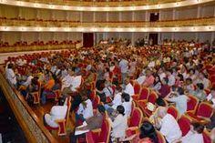 Personalidades de la cultura visitaron el Gran Teatro entes de su inauguración.