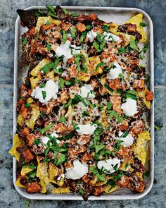 A great sharing starter for a Mexican-inspired feast. Try this vegetarian sweet potato chilli, made with smoked paprika and black beans, on tortilla chips. Sweet Potato Chilli, Sweet Potato Recipes, Veggie Recipes, Mexican Food Recipes, Vegetarian Recipes, Cooking Recipes, Healthy Recipes, Vegetarian Sweets, Sweet Potato Nachos