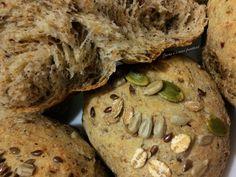 Pane integrale di farro e grano saraceno con mix di semi