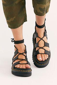 Dr. Martens, Sandals Outfit Summer, Summer Shoes, Estilo Doc Martens, Lace Up Sandals, Shoes Sandals, Chunky Sandals, Women Sandals, Gladiator Sandals