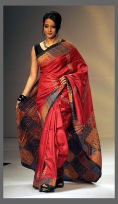 Bollywood Actress Raima Sen wearing a tussar silk saree presents a creation of various local weavers during the Kolkata fashion week. Indian Attire, Indian Ethnic Wear, Indian Style, Ethnic Fashion, Asian Fashion, Elite Fashion, Fashion Trends, Indian Dresses, Indian Outfits