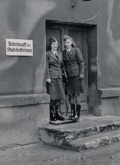 Stabshelferinnen standing outside their building, notice the boots/overshoes Ww2 Women, Military Women, Military History, German Women, German Girls, Luftwaffe, Germany Ww2, German Uniforms, Alternate History