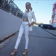 Ρωτήσατε και μάθαμε! White Jeans, Pants, Fashion, Trouser Pants, Moda, Fashion Styles, Women's Pants, Women Pants, Fashion Illustrations