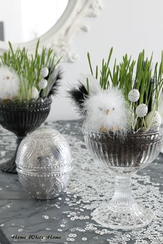 A table is still too simple, and the white desktop looks monotonous. Hobbies And Crafts, Diy And Crafts, Decoration Table, Decoration Restaurant, Easter Crafts, Easter Decor, Happy Easter, Happy Holidays, Easter Eggs