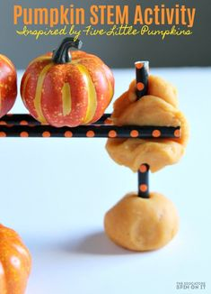 Pumpkin stem Activity inspired by the popular children's book Five Little Pumpkins for Preschoolers. This hands on idea will keep them busy for hours this Halloween. Halloween Science, Theme Halloween, Easy Halloween, Preschool Halloween, Halloween Pumpkins, Halloween Games, Halloween Crafts, Thanksgiving Preschool, Halloween Activities