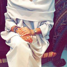Arab Swag | Nuriyah O. Martinez | 375 vind-ik-leuks, 2 reacties - ديسينسيا (@decencia_uae) op Instagram: 'Have a nice weekend'