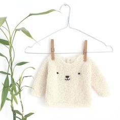 Learn How to Make this adorable Knitted Baby CARDIGAN. FREE Step by Step Pattern & Tutorial. A different way of making a Knitted Baby Cardigan! Baby Romper Pattern, Baby Sweater Knitting Pattern, Knitted Baby Cardigan, Easy Knitting Patterns, Baby Patterns, Baby Knitting, Free Knitting, Sweater Patterns, Knitting For Kids
