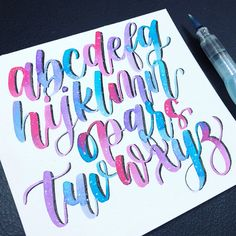 Practicing my brush lettering, which I haven't done for a long while 😂 it's so weird how your muscle still - Salvabrani Bullet Journal Lettering Ideas, Bullet Journal Font, Journal Fonts, Bullet Journal Ideas Pages, Calligraphy Fonts Alphabet, Hand Lettering Alphabet, Graffiti Lettering Fonts, Creative Lettering, Watercolor Lettering