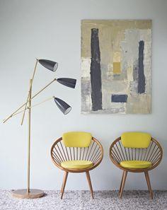 Retroksi kutsutaan 50-70-luvun sisustustyyliä. Tässä muutamia poimintoja, kuinka Retro on tuotu nykypäivän sisustukseen. Sohvan ja tuolin muoto on hyvin yksinkertainen ja jollakin tapaa samalla ask…