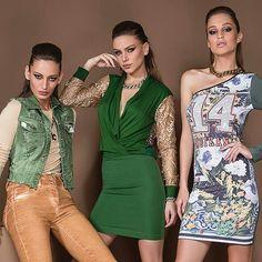 Amei este vestido verde com mangas em renda douradas da marca  @moikana. Disponível  no tamanho P última  peça . Adquira já : WWW.SANTOLLO.COM.BR