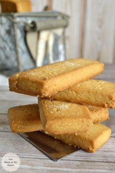 ¡Buenos días! No sé si estas galletas son las mejores del mundo, casi seguro que no, pero lo que sí sé, es que son unas de mis favoritas. Estamos totalmente enganchados a ellas. El problema es que no es fácil encontrarlas, al menos aquí en Oviedo, donde sólo es posible conseguirlas en el espacio… Biscuit Cookies, Yummy Cookies, Cake Cookies, Shortbread Cookies, Easy Low Carb Bread Recipe, Lowest Carb Bread Recipe, Baking Recipes, Cookie Recipes, Dessert Recipes