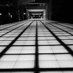 Instagram【seiji_39】さんの写真をピンしています。 《#東京 #tokyo #夜散歩 #有楽町 #yurakucho #東京国際フォーラム #instapic #tokyointernationalforum #コンベンションセンター #conventioncenter #夜景 #夜景ら部 #夜景倶楽部 #night #nightphoto #night_photography  #night_view  #photo #tokyonight #photography #loves_japan #loves_tokyo #写真撮ること大好き #followme #写真好きな人と繋がりたい  #ファインダー越しの私の世界 #スマホ越しの私の世界 #スマホカメラマン #モノクロ #monochrome》