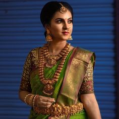 Check out stunning jewellery styling ideas and get to know how to style jewellery with differerent outfits. Indian Bride Poses, South Indian Wedding Saree, South Indian Bridal Jewellery, Indian Bridal Sarees, Indian Bridal Fashion, Indian Bridal Wear, Bridal Jewelry, Saree Jewellery, Temple Jewellery