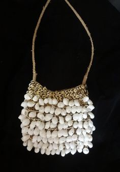 Smooth Beauty Cute White Shell Bag Fashion Papua New Guinea Fashion Style, Brilliantly Hand Woven By Artisans In A Jut Natural Fiber Perfect For Fashion Shows And Mardi Gras  Created by world class Indonesian necklace artisan Ratna, Ratna was one of the first to come to Bali from her native island of Sumba, she created bag both traditional and tribal inspired designs that are in prestigious collections and museums around the world, she has worked with famous fashion designers. In Asmat…