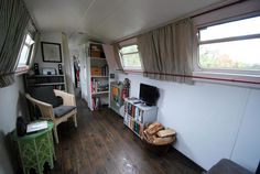 Interior design ideas for a narrowboat. Barge Interior, Best Interior, Narrowboat Interiors, Canal Boat, Japanese Interior, Interior Design Inspiration, Interior Ideas, Design Ideas, Tiny Spaces