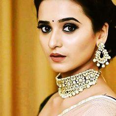 Shivani Surve, Marathi Status, Bollywood Actress Hot Photos, Beauty Art, Hottest Photos, Crochet Earrings, Celebrity, Actresses, Models