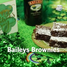 Baileys Brownies Recipe Super easy brownies that are perfect for St. Made with baileys irish cream and the 6 easiest steps you've ever seen, these delicious baileys brownies are a must-make dessert recipe! Irish Desserts, Cookie Desserts, Chocolate Desserts, Easy Desserts, Delicious Desserts, Baileys Recipes, Irish Recipes, Bailey Brownies, St Patricks Day Food