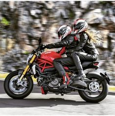 Ducati has upgraded its devilishly photogenic Diavel supercruiser with a new Testastretta engine, new exhaust, full-LED headlight, reduced emissions, better fuel consumption and more mid-range grunt . Ducati 695, Moto Ducati, Monster 1100, Ducati Monster 821, Biker Couple, Motorcycle Couple, Monster Garage, Honda, Lady Biker