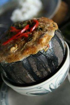 Amok Kroeung Sa-mot អាមុកគ្រឿងសមុទ្រ (Cambodian coconut curry with seafood)