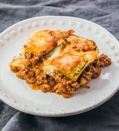 This easy zucchini lasagna is a great low carb and healthy alternative to your typical lasagna. #lasagna #healthy #dinner keto / low carb / diet / atkins / meals / recipes / easy / dinner / lunch / foods / healthy / gluten free / easy / recipe / healthy / with meat / noodles / best / weight watchers / clean eating / no ricotta / shredded / beef / bake / make ahead / simple / mozzarella / calories / bolognese / roasted / lattice / dinners / dishes / onions