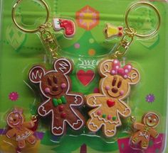 Mickey and Minnie gingerbread keychains Disney Christmas Crafts, Merry Christmas To All, Christmas Sweets, Disney Crafts, Xmas Crafts, Kids Christmas, Christmas Cards, Disney Holidays, Christmas Decorations