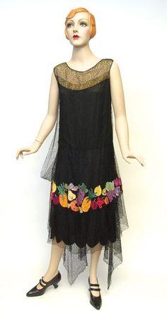 FC0383 Dress, silk net, lace, appliqued silk, unlabelled, c. 1928-1929 30s Fashion, Fashion History, Art Deco Fashion, Vintage Fashion, Fashion Outfits, 20s Dresses, Vintage Dresses, Vintage Outfits, Elsa Schiaparelli