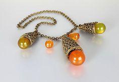 #VogueTeam #vintage #TodayInBiz Art Deco Bakelite Necklace Bib Autumn Necklace Green by RMSjewels