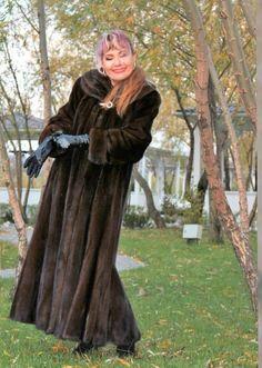 Mink Fur, Mink Coats, Fur Coat, Leather Gloves, Real People, Lady, Womens Fashion, Model, Sexy Women