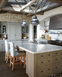 :: Havens South Designs :: love the kitchen of this rustically charming seaside home!