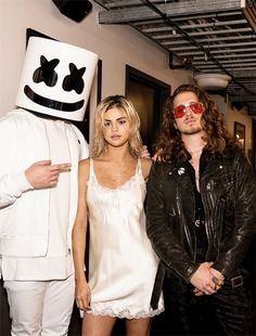 November Selena backstage with Marshmello and Andrew at the AMAs. Ariana Grande Selena Gomez, Selena Gomez Music, Marshmello Wallpapers, Selena Gomez Wallpaper, American Music Awards, Marie Gomez, Celebs, Celebrities, Role Models