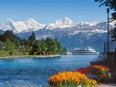 Die Grand Tour of Switzerland vereint die Highlights zu einem einmaligen Reiseerlebnis quer durch die ganze Schweiz. Die Tour startet und endet in Zürich und kann mit dem eigenen Auto, Motorrad oder einem Mietwagen durchgeführt werden.
