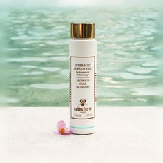 Super Soin Après-Soleil An after-sun care that is both soothing and moisturizing and that features a light self-tanning effect to make a tan last longer.