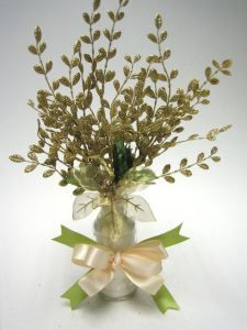 Earth Friendly wedding centerpieces are eco-conscious, a good way to reuse materials resources, and a smart way to save money. Here is Go Green Wedding Centerpiece DIY Crafts Tutorial.