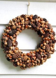 Acorn and Pinecone Wreath Easy Crafts and Homemade Decorating Gift Ideas HGTV Acorn Crafts, Pine Cone Crafts, Crafts With Acorns, Pine Cone Art, Acorn Wreath, Diy Wreath, Pumpkin Wreath, Wreath Crafts, Fall Wreaths