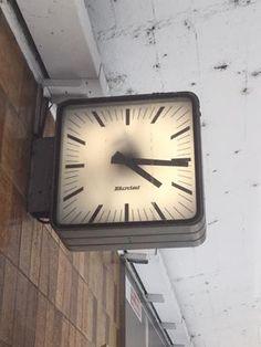 Plus de 1000 id es propos de horloges industrielles - Horloge gare double face ...