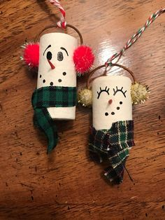 25 Christmas Crafts DIY Easy Fun Projects — remajacantik Unlike your work projects, Christmas projects will be so much fun because you will get to explore your imagination. In this creative endeavor Burlap Christmas Ornaments, Wine Cork Ornaments, Wine Cork Crafts, Wine Bottle Crafts, Snowman Ornaments, Wine Bottles, Snowmen, Snowman Crafts, Christmas Projects