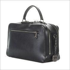37c4285d91 Ολα αποτυπωμενα σε εικαστικο καμβα με λεπτομερειες ποιοτικου δερματος.   leather  handbags tote