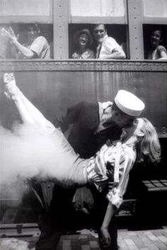 History ~ Soldier Goodbyes / Old black & white photography   kissing black and white pics   Beautiful World