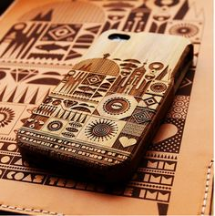Caos Organizado on laser engraved iPhone and iPad cases by Fernando Togli Laser Art, 3d Laser, Laser Cut Wood, Laser Cutting, Laser Cutter Ideas, Laser Cutter Projects, Cnc Projects, Support Ipad, Gravure Laser