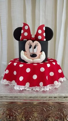 24 Trendy birthday cake fondant ideas minnie mouse - formy home Bolo Da Minnie Mouse, Mickey And Minnie Cake, Minnie Mouse Birthday Cakes, Mickey Cakes, Minnie Mouse Cake Topper, Mickey Birthday, Happy Birthday, Fondant Girl, Fondant Cakes