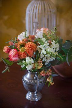 Lounge Flowers - @vweddingportuga #weddinginportugal #vintageweddinginportugal #vintagewedding #portugalwedding #weddingportugal #weddingsinportugal #myvintageweddinginportugal #rusticwedding #rusticweddinginportugal #thequinta #weddinginsintra #flowers #love #orange