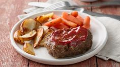 Grilled Meat Loaf Dinner Foil Packets: Dinner's in an easy-to-assemble packet! Grill meat, potatoes and carrots for a satisfying meal. Foil Packet Dinners, Foil Pack Meals, Foil Dinners, Foil Packets, Weeknight Dinners, Grilling Recipes, Beef Recipes, Cooking Recipes, Meatloaf Recipes