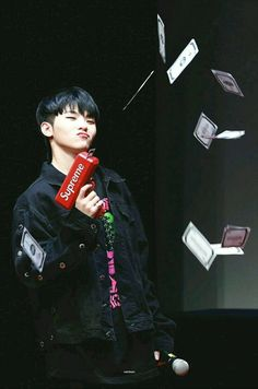 Dear Lord Woozi has one too?< both my ulti biases have supreme money guns now, oh boy. Jeonghan, Wonwoo, Seungkwan, Seventeen Memes, Seventeen Woozi, Seventeen Debut, Hip Hop, Luhan, K Pop