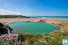 Bude tidal sea pool, North Cornwall c/o Bude & North Cornwall. Bude Cornwall, Cornwall Coast, Devon And Cornwall, Cornwall England, North Cornwall, Oh The Places You'll Go, Places To Visit, Cornish Beaches, Cornish Coast