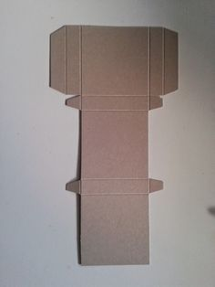 ... nun folgt die Anleitung für die Box von gestern!!   Los gehts:  Ihr benötigt ein Stück Farbkarton in der Größe 24 x 13 cm.  Gefalzt wird...
