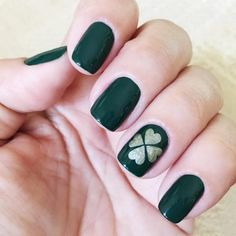 """Dance as if no one were watching, Sing as if no one were listening, And live every day as if it were your… Get Nails, Fancy Nails, How To Do Nails, Pretty Nails, Hair And Nails, Trending Nail Polish Colors, Nail Colors, St Patricks Day Nails, Holiday Nail Art"